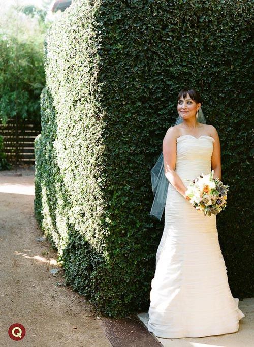 bride_in_front_of_fig_ivy_wall
