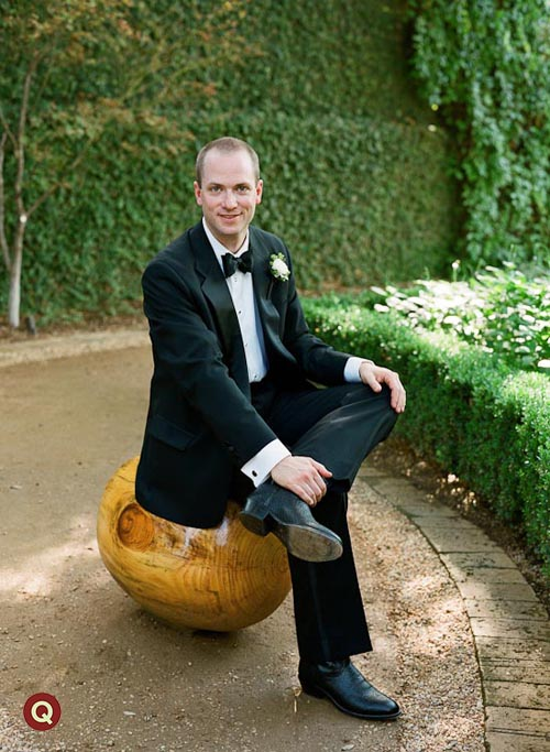 groom_on_the_wooden_round_ball