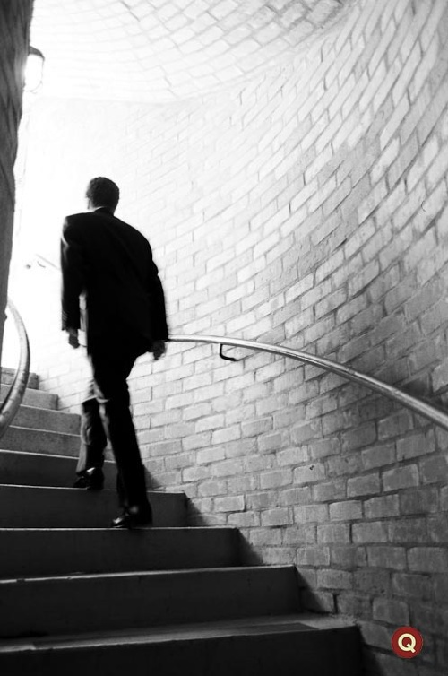 one year ago today photographing a groom climbing the stairs q
