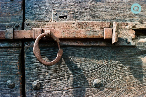 Italy-Old-Latch